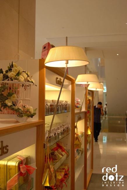 coca boutique cafe Display design 1